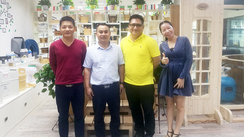 Brunei Customer give high affirmation of wooden hot tub and Including alphasauna full arrange products after visit